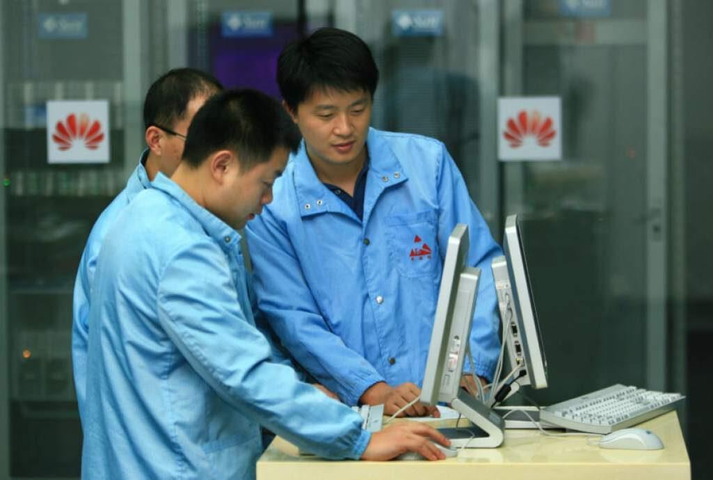 huawei empleados 1024x690 - ¡Lo hicieron! Conoce el primer Huawei sin aplicaciones ni servicios de Google