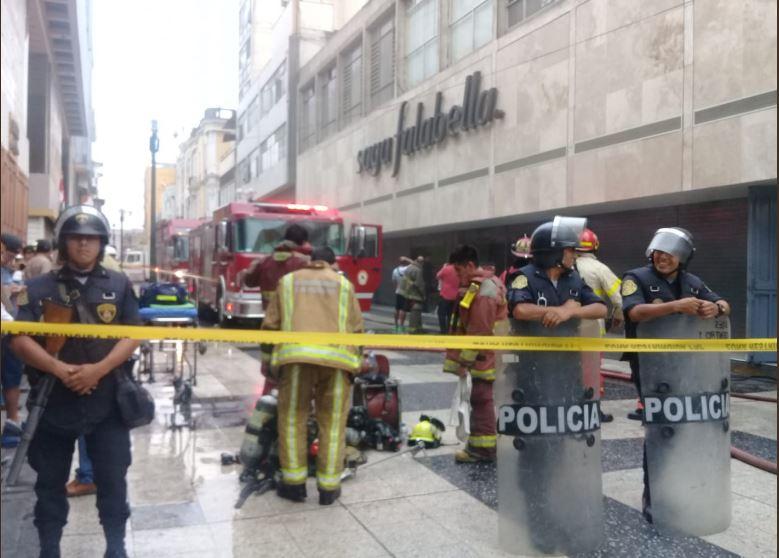 incendio saga falabella - Perú: Bomberos controlan incendio en Saga Falabella del Jr. de la Unión