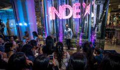 index ezio 3 240x140 - Ripley organizó concierto en una vitrina en vivo en Perú