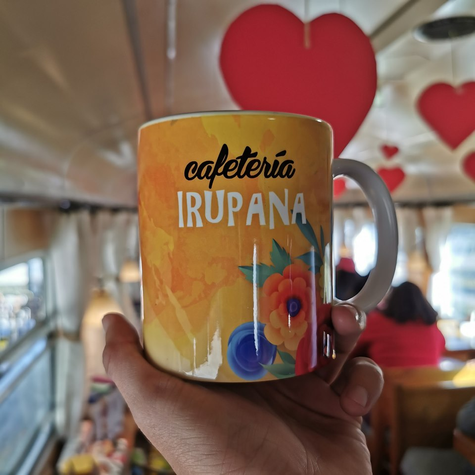 irupana cafetería 1 perú retail - Bolivia: La cafetería que atiende en vagones de tren planea expandirse