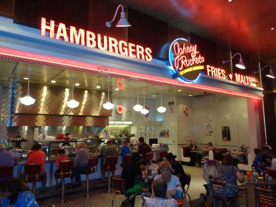 johnny-rockets-peru-retail