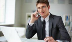 joven hombre negocios muy ocupado 1098 3068 248x144 - Perú: Empresas continúan generando negocios a través de reuniones virtuales