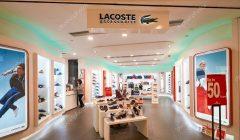 lacoste tienda 240x140 - Lacoste toma el control del 100% de sus operaciones en Sudamérica