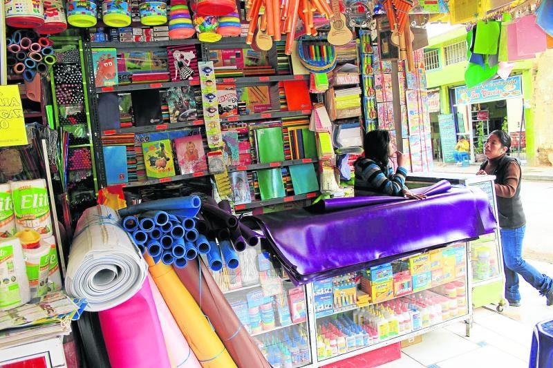 lista de utiles escolares bordea los 400 sol 52646 jpg 976x0 - Perú: Padres gastan un promedio de S/ 430 en compras online para la campaña escolar
