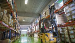 logistica almacen 240x140 - El centro de distribución: la clave para optimizar el servicio a los clientes