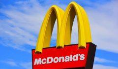 mc donalds 2 240x140 - McDonald's removió 200 toneladas de plástico al eliminar los sorbetes en sus restaurantes