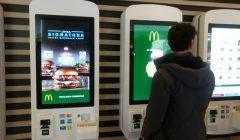 mcdonalds 1 240x140 - McDonald's abrirá su primera tienda con módulos digitales de atención en el 2019