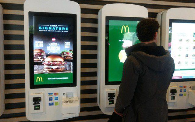 mcdonalds 1 - McDonald's abrirá su primera tienda con módulos digitales de atención en el 2019