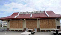 mcdonalds cierra tiendas 240x140 - McDonald's reducirá su presencia en Estados Unidos