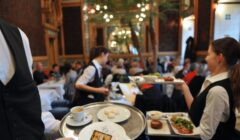 meseros Restaurants Unlimited 240x140 - ¿El factor principal en la quiebra de un restaurante es el salario mínimo?