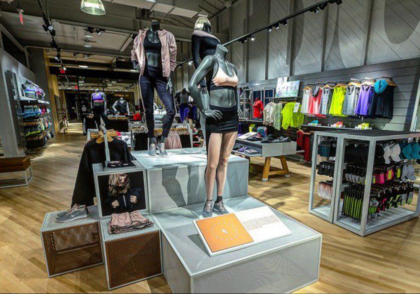 nike-woman-peru-retail