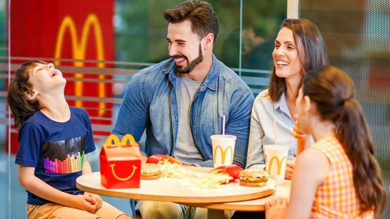 nueva cajita feliz - McDonald's: Estos son los productos nutritivos que tendrá la Cajita Feliz