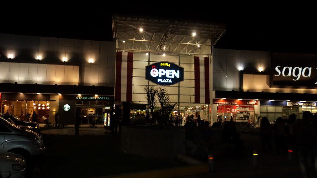 open plaza piura night - ¿Qué le depara al sector retail y malls en el norte peruano?