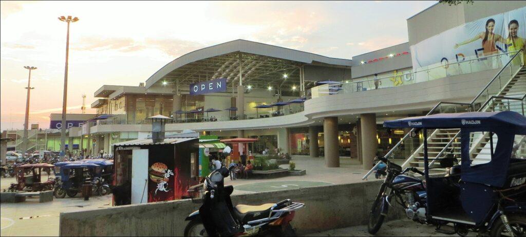 open plaza pucallpa 2 1024x461 - Radiografía de los centros comerciales Open Plaza en el Perú