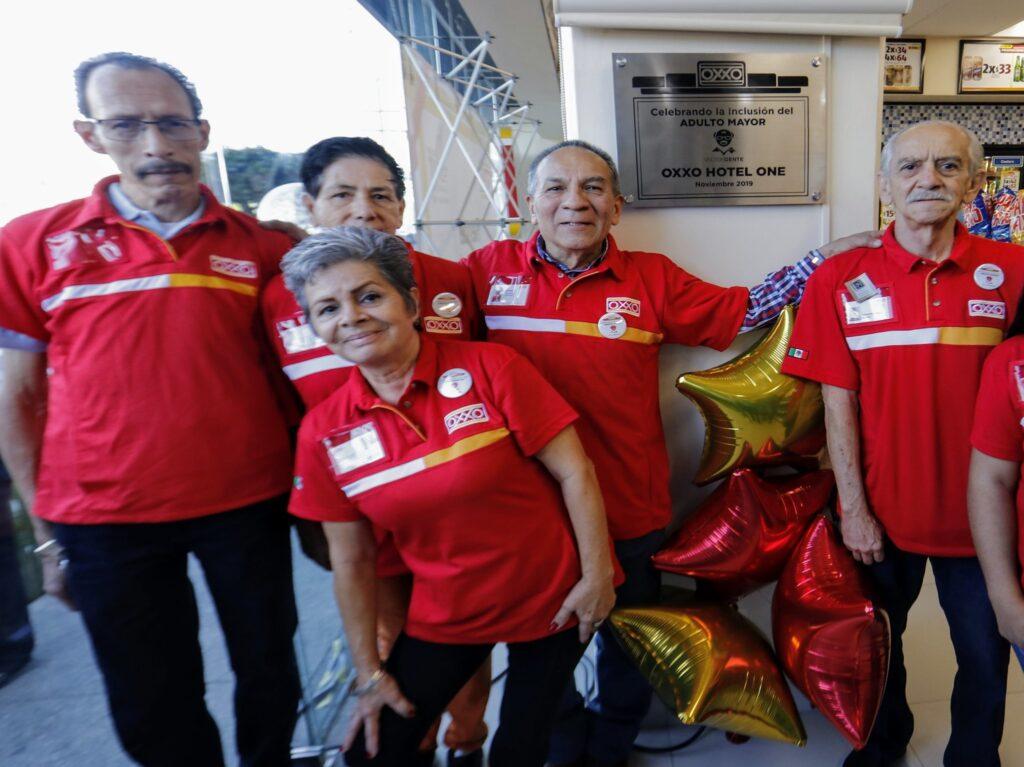 oxxo 2 1024x767 - Oxxo abre tienda de conveniencia atendida por adultos mayores