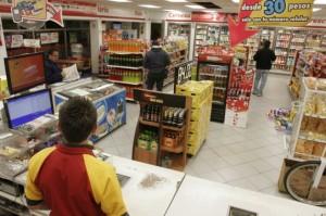 oxxo tienda mexico2 300x199 - Oxxo se mantiene como la cadena de tiendas de conveniencia más grande de América
