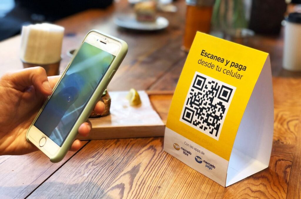 pagos restaurante QR Perú Retail 1024x676 - Estos son los 5 pasos para pagar con código QR