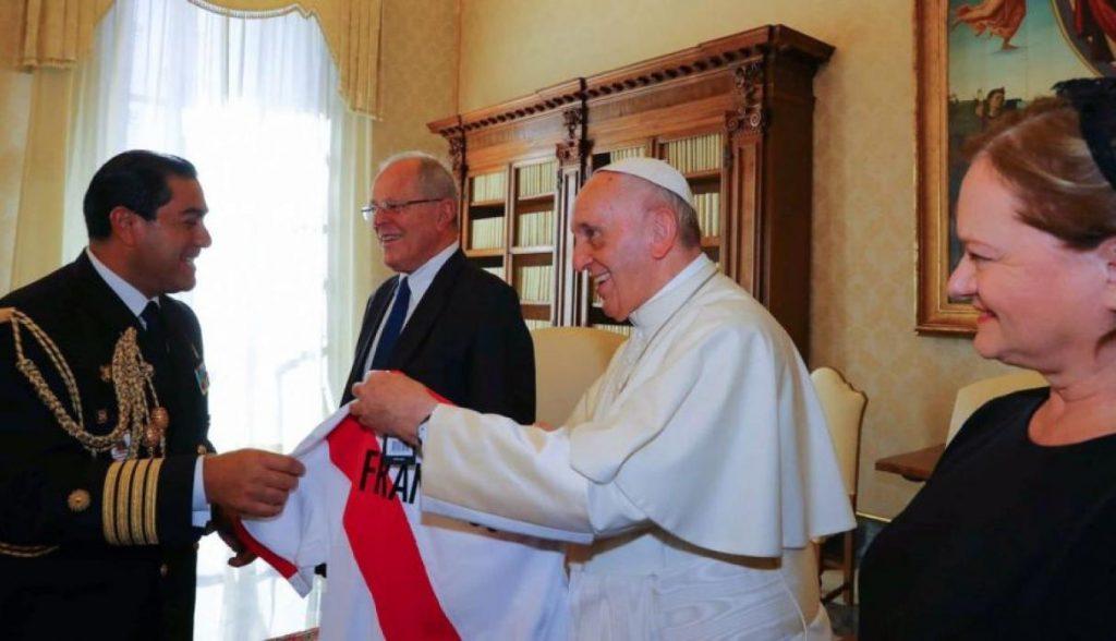 papa francisco perú 2 1024x588 - Papa Francisco: Dos millones de camisetas y gorros se venderían por su visita al Perú