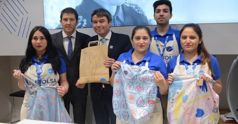 paris sin bolsas - Greenpeace arma el árbol de Navidad ecológico más grande de Chile