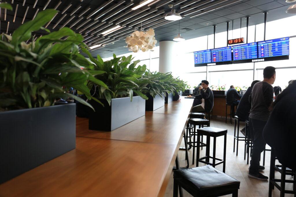 patio comida aeropuerto jorge chavez 4 Perú Retail 1024x683 - Este es el remodelado patio de comidas del Aeropuerto Internacional Jorge Chávez