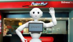 pepper robot become pizza hut cashier take human jobs away 240x140 - Pizza Hut da empleo a robot Pepper en Asia
