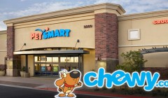 petsmart and chewycom 240x140 - PetSmart compró a su competencia en línea Chewy por más de $3 mil millones