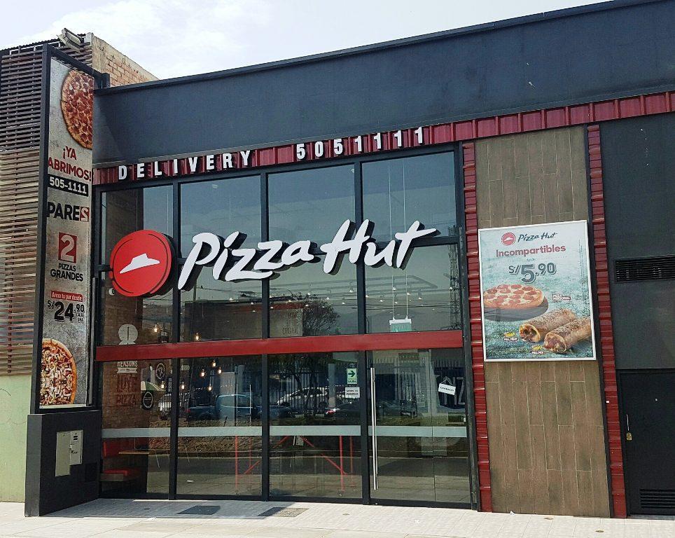 pizza hut FACHADA