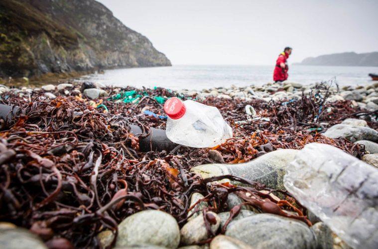 plastico Perú Retail - Coca Cola, Pepsi y Nestlé representan el 45% de la contaminación plástica en el Océano