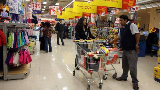 plaza vea de compras1 - Consumo en Perú sufre su peor caída en los últimos cinco años