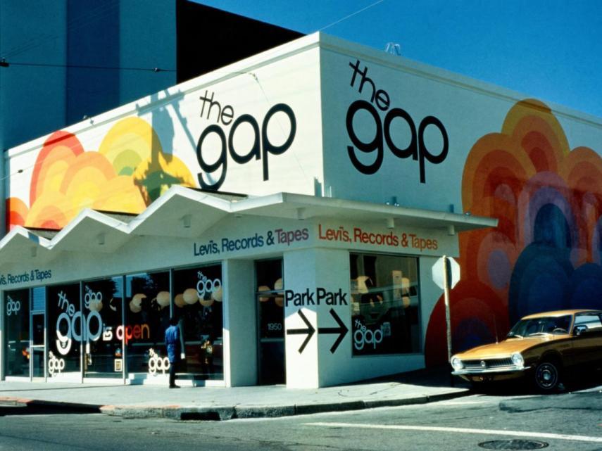 primeras tinedas gap - Gap, la marca con épocas doradas que ahora lucha por mantenerse a flote
