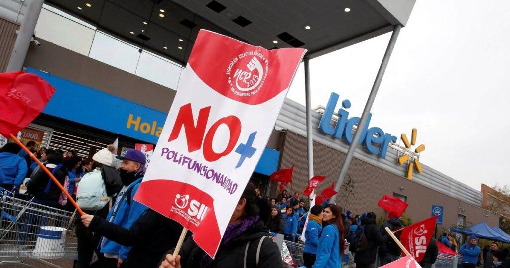 protesta walmart chile 1024x538 - ¿Qué tanto hace Walmart para proteger a sus trabajadores del abuso laboral?