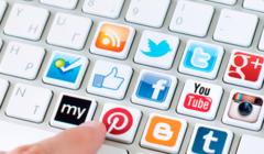 redes sociales 44 240x140 - Facebook sigue siendo la red social más usada en Lima
