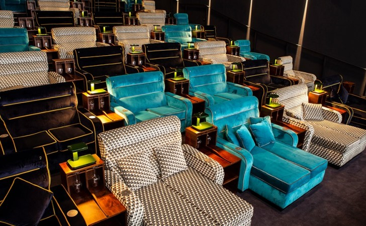 sala sillones cine suiza - ¿Sabías que en Suiza existe un cine que en vez de asientos ofrece camas?