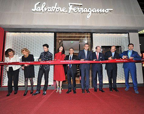 La firma Salvatore Ferragamo opera una red de 402 tiendas Ferragamo ...
