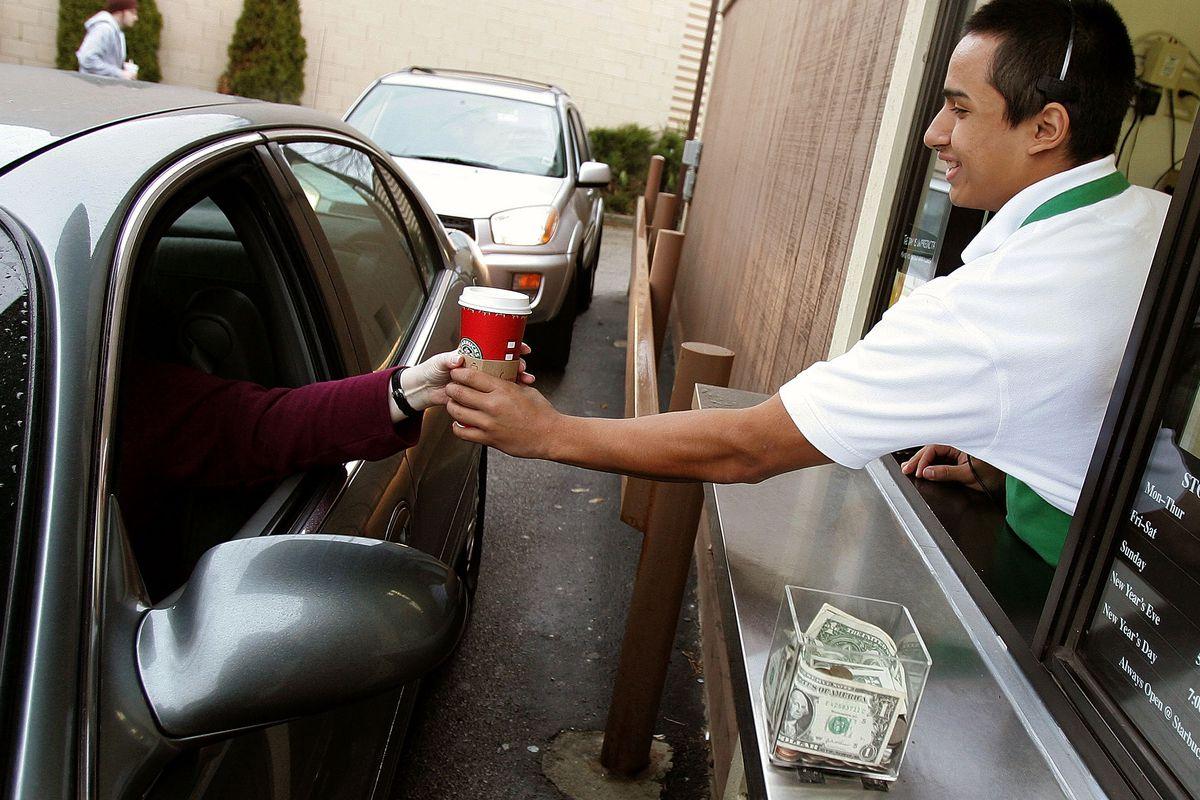 servicio al auto - Starbucks ofrece servicio de compras al automóvil en EE.UU.