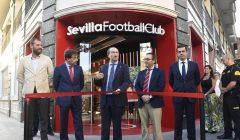 sevilla tienda 2 240x140 - Sevilla FC inaugura exclusiva tienda en España
