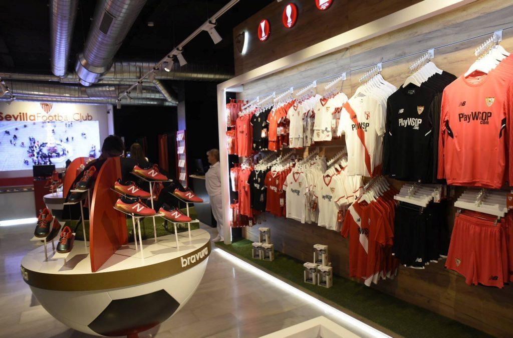 sevilla tienda 3 1024x674 - Sevilla FC inaugura exclusiva tienda en España