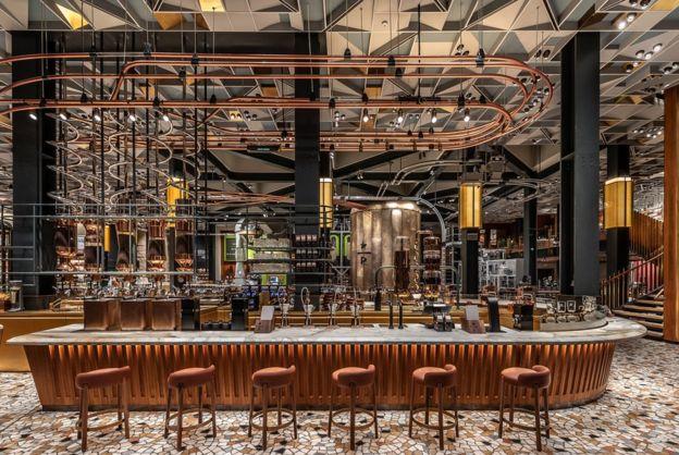 starbucks cafeteria - Starbucks abre su primera cafetería Roastery en Italia