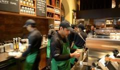 starbucks trabajdores 240x140 - Starbucks contratará 240 mil nuevos empleados hasta el 2021