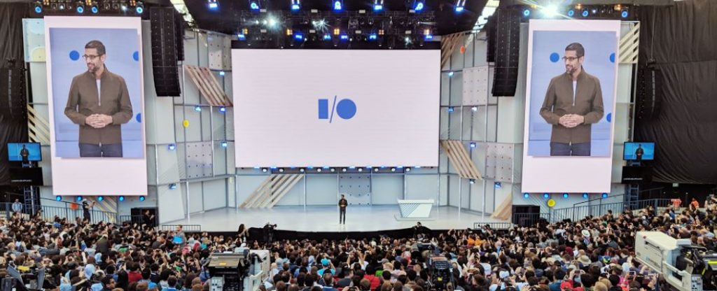 sundar pichai at google 1024x416 - ¿Cómo funciona el nuevo asistente de voz Google Duplex?