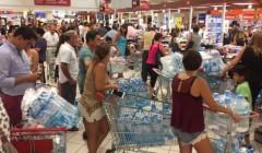 supermercados agua 240x140 - Congreso aprueba proyecto de ley que sanciona el acaparamiento en zonas de emergencia