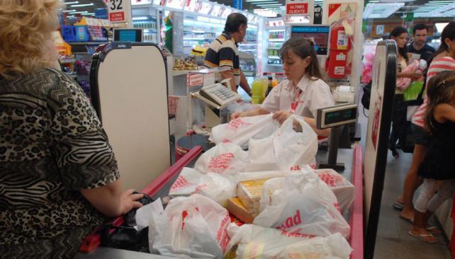 supermercardos bolsas chile1 - Chile se convierte en el primer país latinoamericano en prohibir el uso de bolsas plásticas