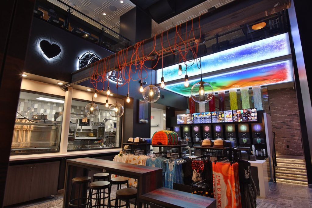 """taco bell Cantina 1 1 1024x682 - Taco Bell abriría más de 300 locales """"Cantina"""" hasta el 2022 en Estados Unidos"""