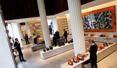 tienda de lujo 240x140 - Marcas de lujo empiezan a mirar con interés el mercado argentino
