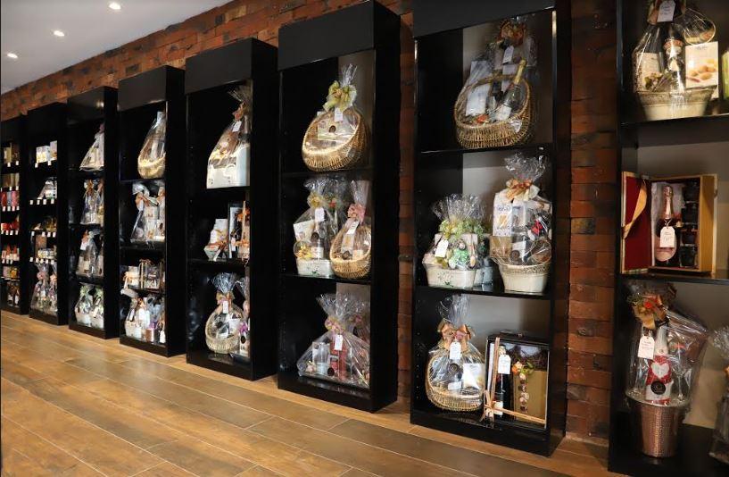 tienda interior de la canastería - La Canastería abre su cuarto local de productos gourmet en Chacarilla