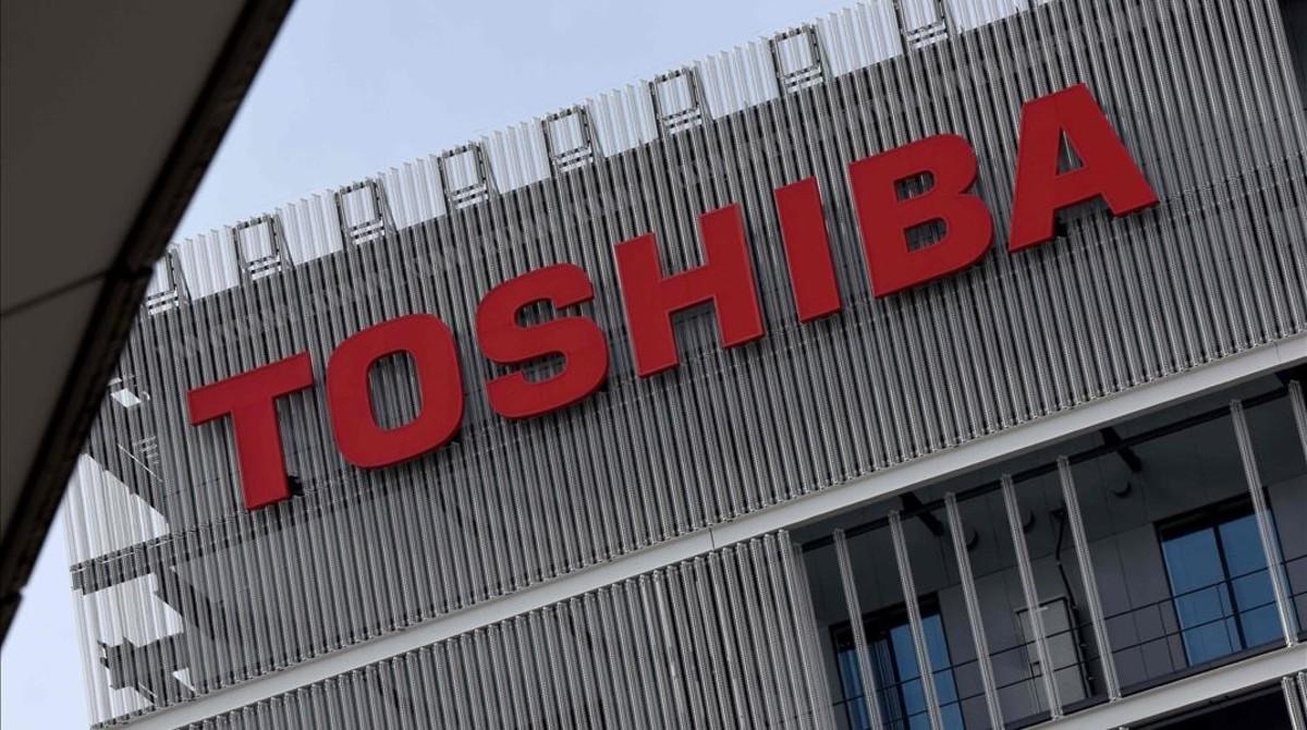 toshiba - Toshiba al borde de la quiebra y evita su salida de la bolsa en Tokio