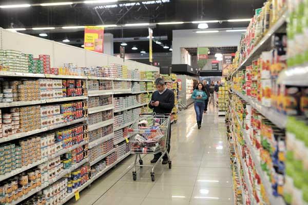 tottus chile pasillo - Ventas de supermercados en Chile crecen 10.6% en marzo