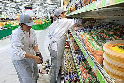 trabajador-en-supermercado-1
