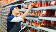 trabajador reponedor 240x140 - Sector retail en Chile aumenta trabajos 'Part-time' frente a su situación económica