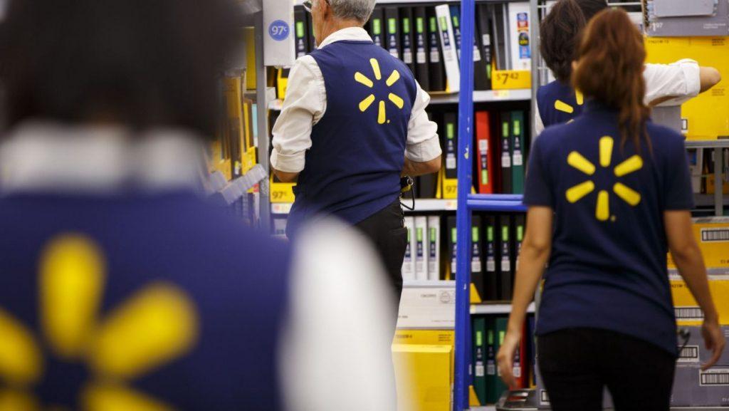 trabajadores walmart 1024x577 - Acusan a Walmart de aumentar sus cifras para alcanzar a Amazon en ventas online